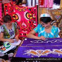 Naaisters aan het werk, Gissar, Tadzjikistan. / Foto: © Шухрат Саъдиев.