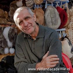 Verkoper op de Izmailovsky Markt in Moskou. © Foto: Jac van Leijsen.