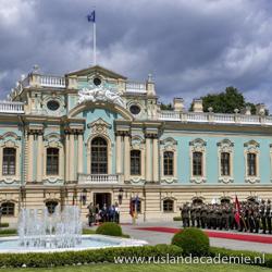 Het barokke Marinskiipaleis in Kiev (Oekraïne) staat aan de oevers van de Dnjepr. / Foto: Адміністрація Президента України.
