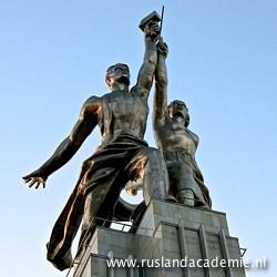 Het standbeeld van Vera Moechina (1889-1953): 'Arbeider en kolchozvrouw', 1937 in Moskou is het symbool van Mosfilm./ Foto: © Trijnie Duut.