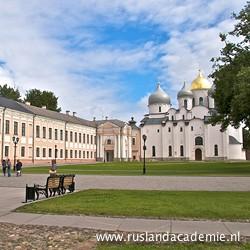 Het kremlin (de citadel) van Novgorod (Rusland), met rechts de Sofiakathedraal. / Foto: © 2013 Trijnie Duut.