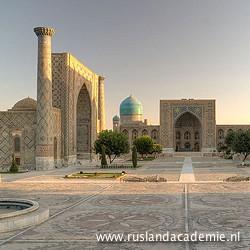 Het majestueuze Registan in Samarkand, Oezbekistan. Het plein wordt aan 3 zijden geflankeerd door grote religieuze bouwwerken. / Foto: © Gustavo Jeronimo from Aranjuez, Spain.