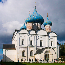 De Geboorte van de Moeder Gods-kathedraal ligt in het kremlin van Gouden Ringstad Soezdal. / Foto: © Ludvig14.