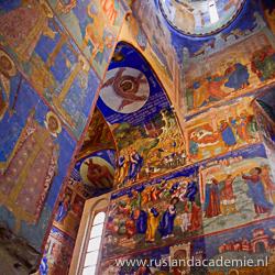 Kleurrijke muur- en plafondschilderingen in de Transfiguratiekathedraal van Soezal, Rusland. / Foto: © Alex Zelenko.