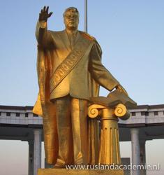 Turkmenbashi Monument in Gypjak Ashgabat, Turkmenistan. / Foto: © Bruno Ghuijs.