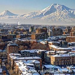 Yerevan met op de achtergrond berg Ararat, Armenië, feburari 2012 / Foto: © Serouj Ourishian.